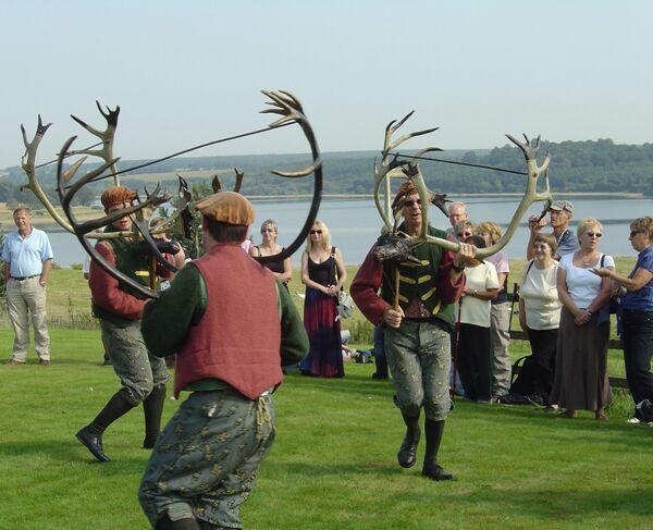 La danza del cuerno es una danza medieval inglesa que se interpreta anualmente desde el siglo XII en el pueblo de Abbots Bromley, en el condado de Staffordshire, en el Reino Unido. - Sputnik Mundo