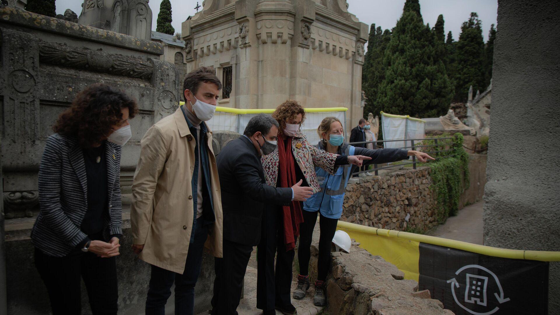Apertura de una fosa común en Montjuic para recuperar los restos del poeta Pablo de la Torriente - Sputnik Mundo, 1920, 28.04.2021