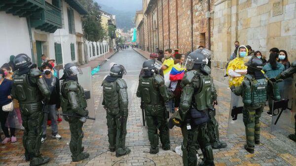 La Policía colombiana se desplegó en la jornada de protestas - Sputnik Mundo