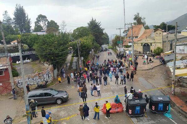 Así fue el bloqueo de la principal vía que conecta Bogotá con los municipios de la sabana de  Cundinamarca, donde habita la élite de la ciudad - Sputnik Mundo