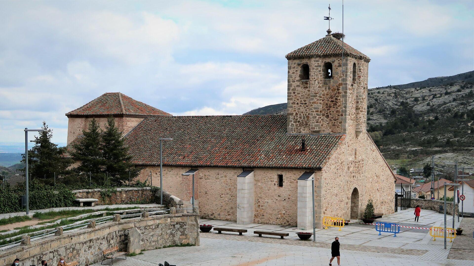 Iglesia de la Purísima Concepción en Bustarviejo, un pueblo del norte de Madrid - Sputnik Mundo, 1920, 16.05.2021