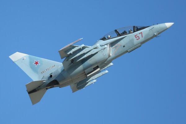 Un avión de entrenamiento avanzado Yak-130 - Sputnik Mundo