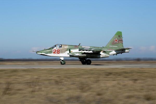Un Su-25 Grach de la Fuerza Aérea Militar de Rusia, dónde se emplea en regimientos de asalto. - Sputnik Mundo