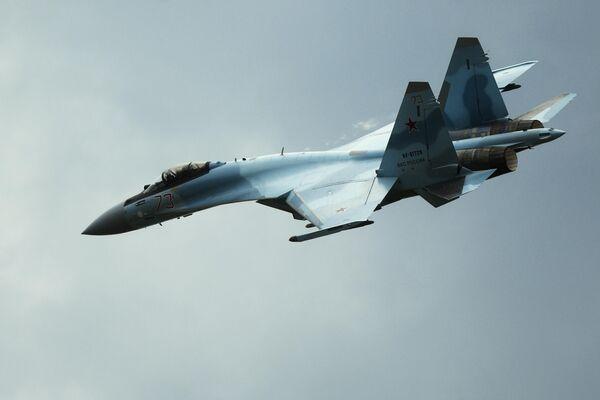 Un caza multipropósito Su-35S de las Fuerzas Aeroespaciales de Rusia - Sputnik Mundo