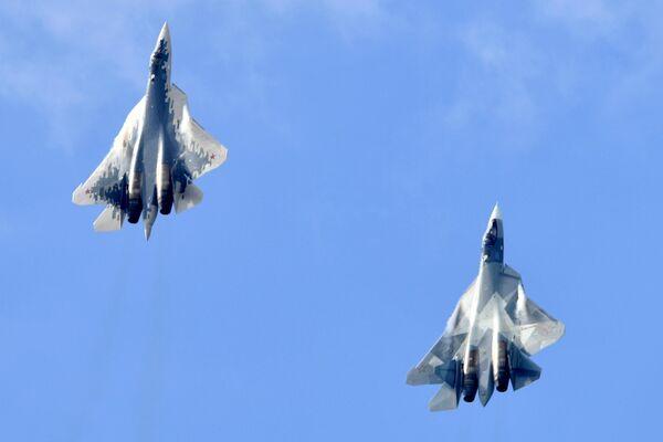 Unos cazas Su-57 de las Fuerzas Aeroespaciales de Rusia - Sputnik Mundo