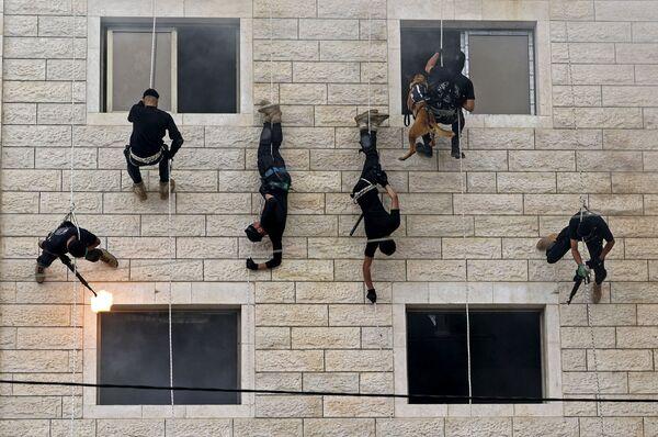 Las fuerzas de seguridad de Hamás en la ceremonia de graduación de la Policía en la ciudad de Gaza. - Sputnik Mundo