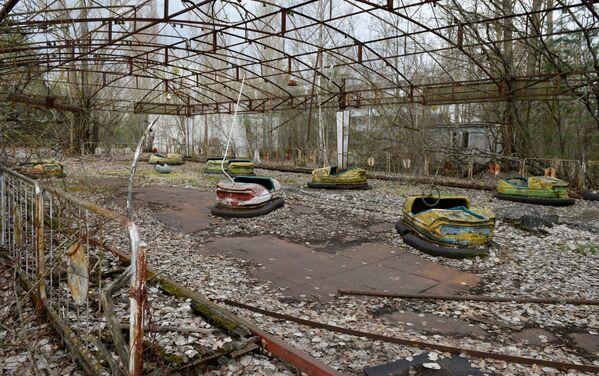 Un parque de atracciones abandonado en Chernóbil. - Sputnik Mundo