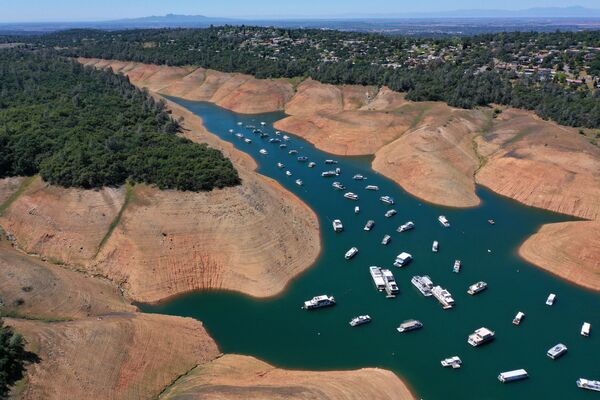 Las casas flotantes en el Lago Oroville en California, EEUU. - Sputnik Mundo