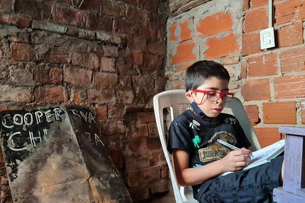 La realidad para los más jóvenes en los sectores más vulnerables es la más delicada por su falta de conectividad - Sputnik Mundo