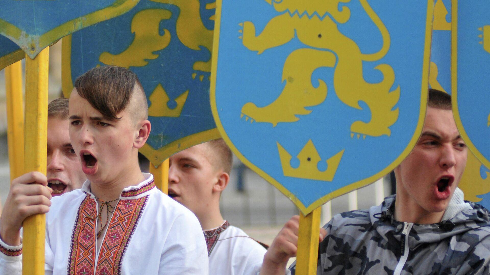 Marcha en honor a la fundación de la División Galizien de las Waffen-SS en Lvov (Ucrania), el 27 de abril del 2014 - Sputnik Mundo, 1920, 01.05.2021