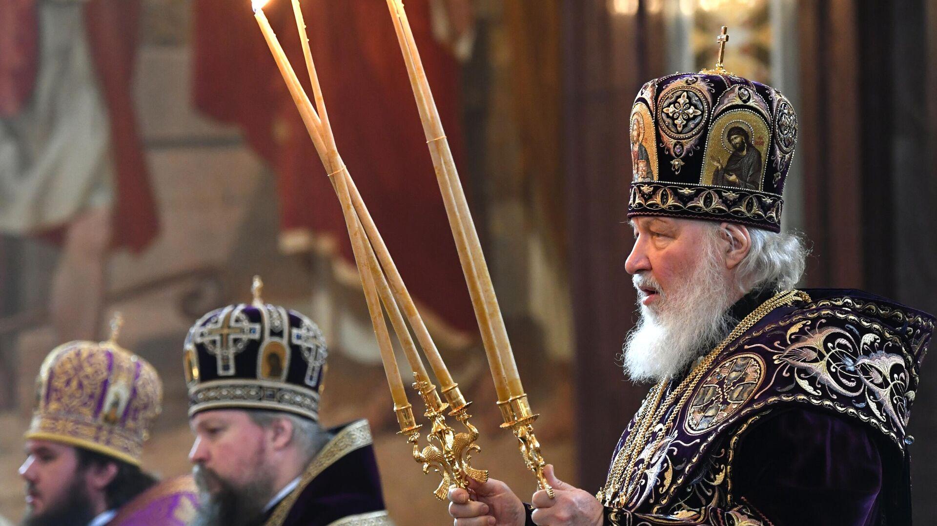 El patriarca Kiril celebra una misa en la Catedral de Cristo Salvador, en Moscú - Sputnik Mundo, 1920, 01.05.2021