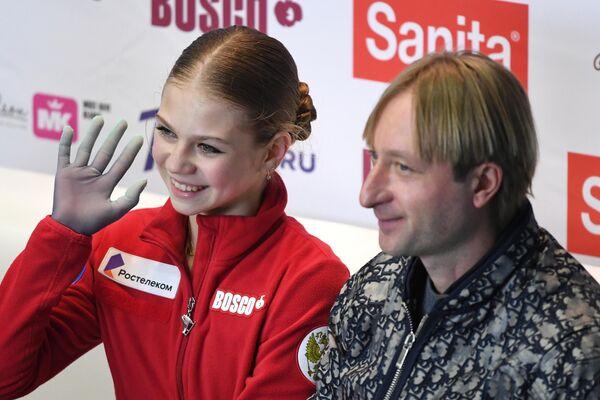Alexandra Trúsova junto con Evgeni Plúshenko - Sputnik Mundo