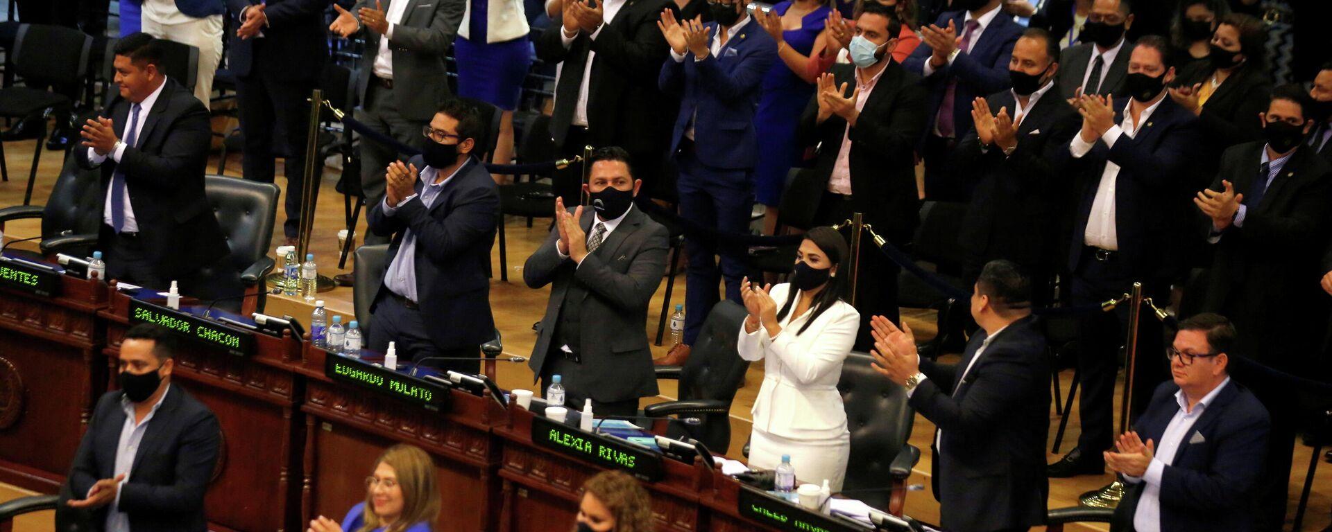 Parlamento de El Salvador destituye a los magistrados de la Corte Constitucional - Sputnik Mundo, 1920, 02.05.2021
