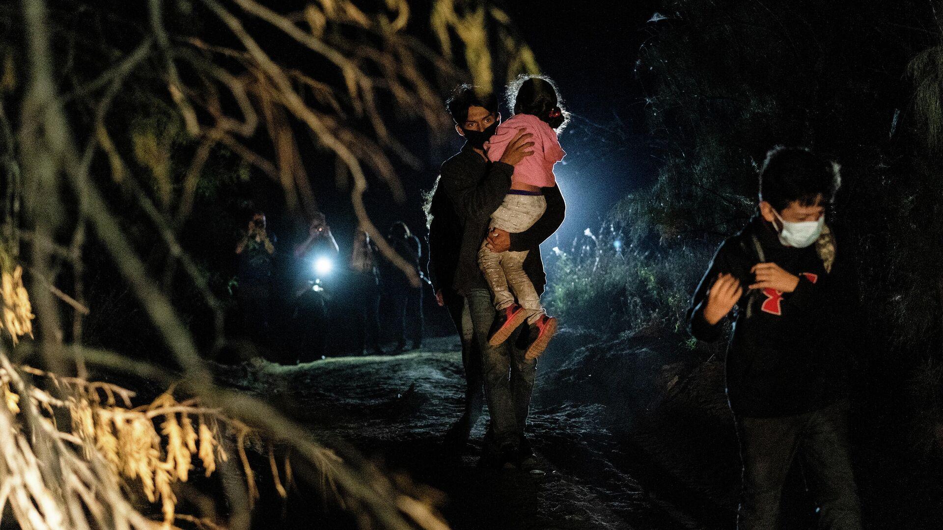 Migrantes centroamericanos en la frontera de EEUU - Sputnik Mundo, 1920, 03.05.2021