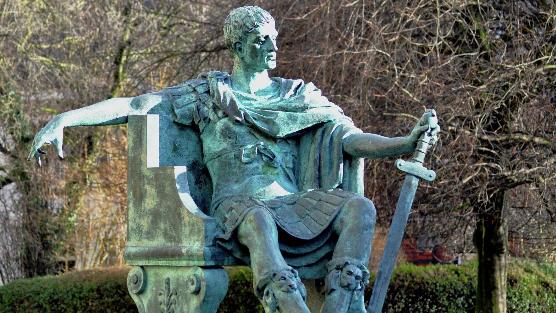 Una estatua del emperador romano Constantino el Grande - Sputnik Mundo, 1920, 03.05.2021