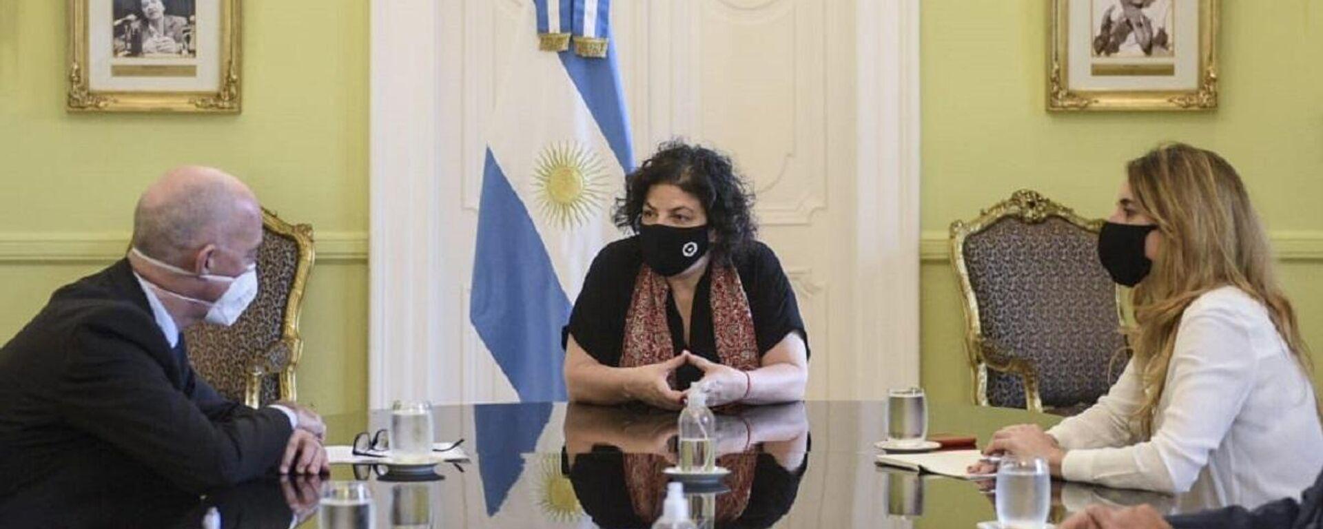La ministra de Salud argentina, Carla Vizzotti (centro), y la asesora presidencial Cecilia Nicolini (derecha) - Sputnik Mundo, 1920, 03.05.2021