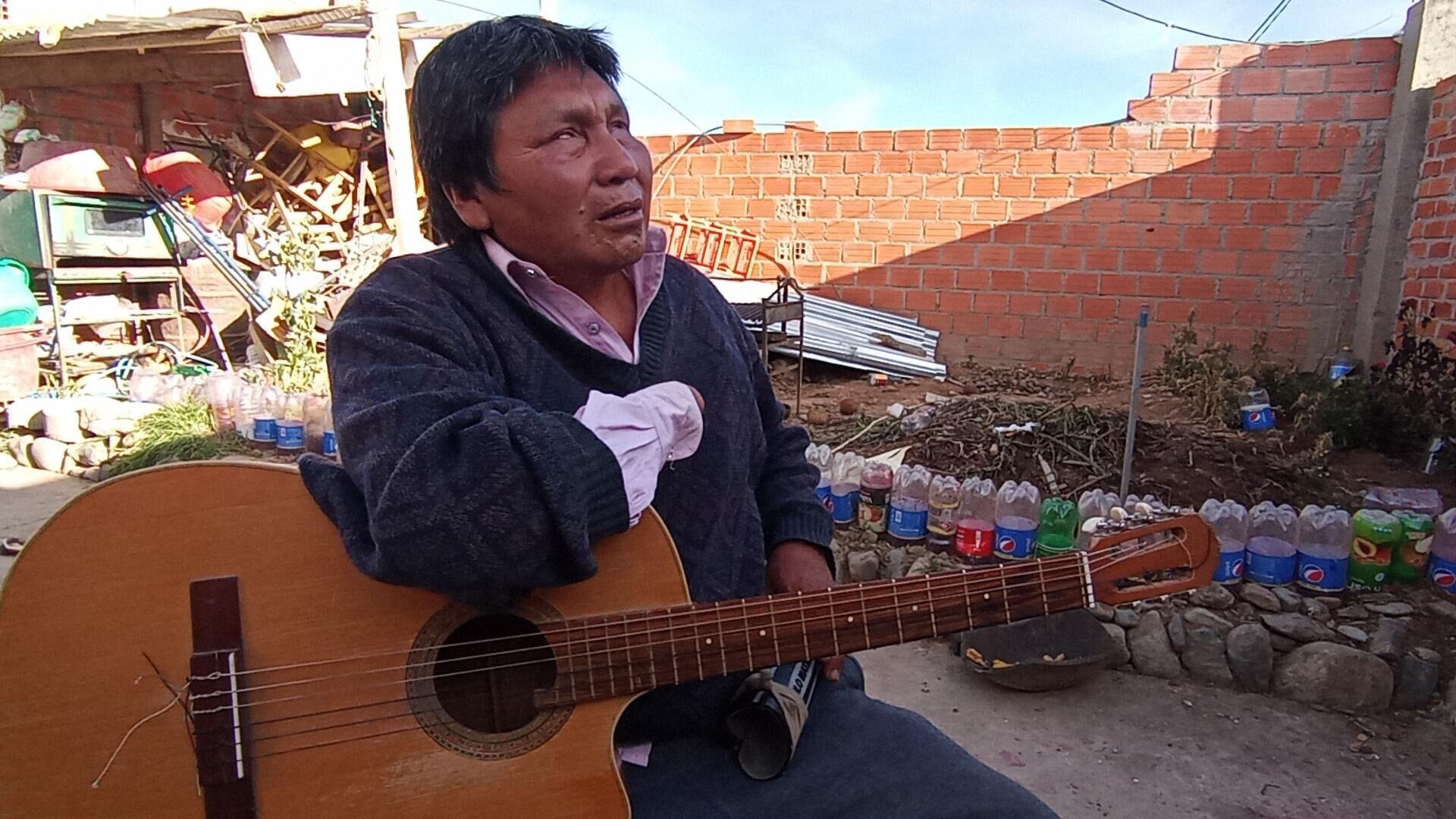 Pablo Matha era minero en Larecaja, La Paz, hasta que en 2006 una dinamita voló su mano y lo dejó ciego - Sputnik Mundo, 1920, 03.05.2021