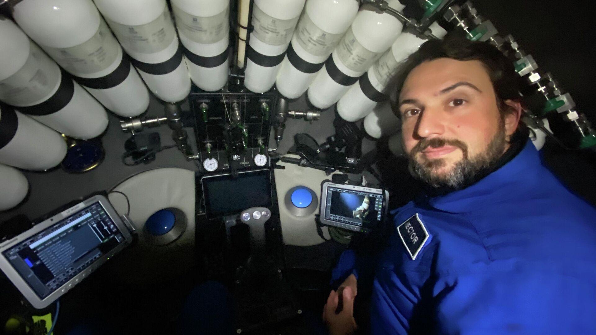Héctor Salvador, a bordo del sumergible DSV LImiting Factor - Sputnik Mundo, 1920, 05.05.2021