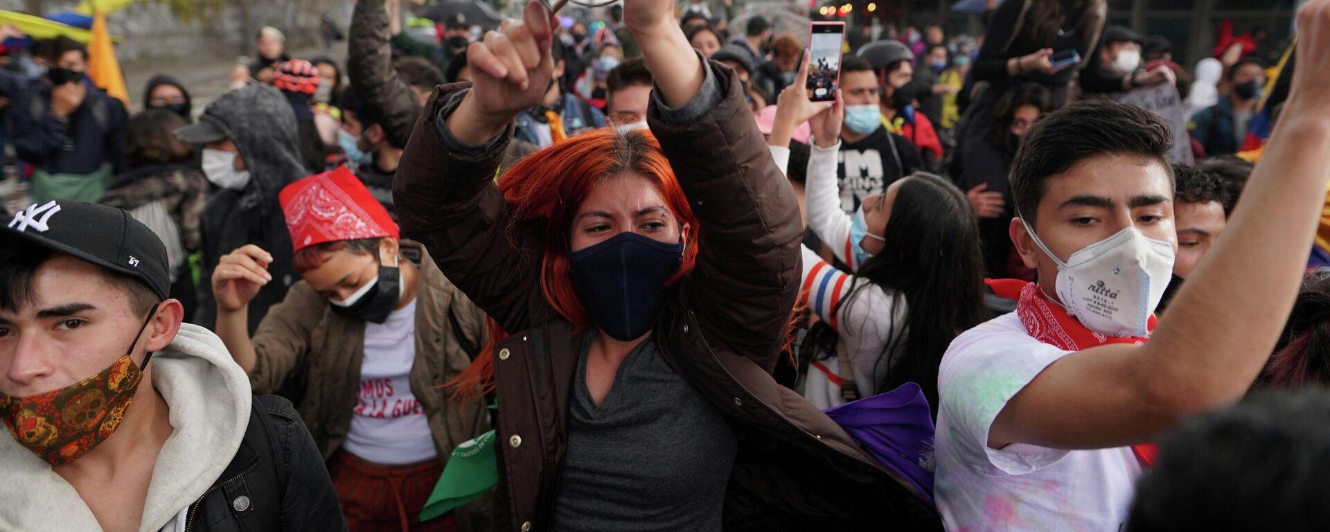 Manifestantes durante una protesta contra el Gobierno en Bogotá el 4 de mayo de 2021 - Sputnik Mundo, 1920, 05.05.2021