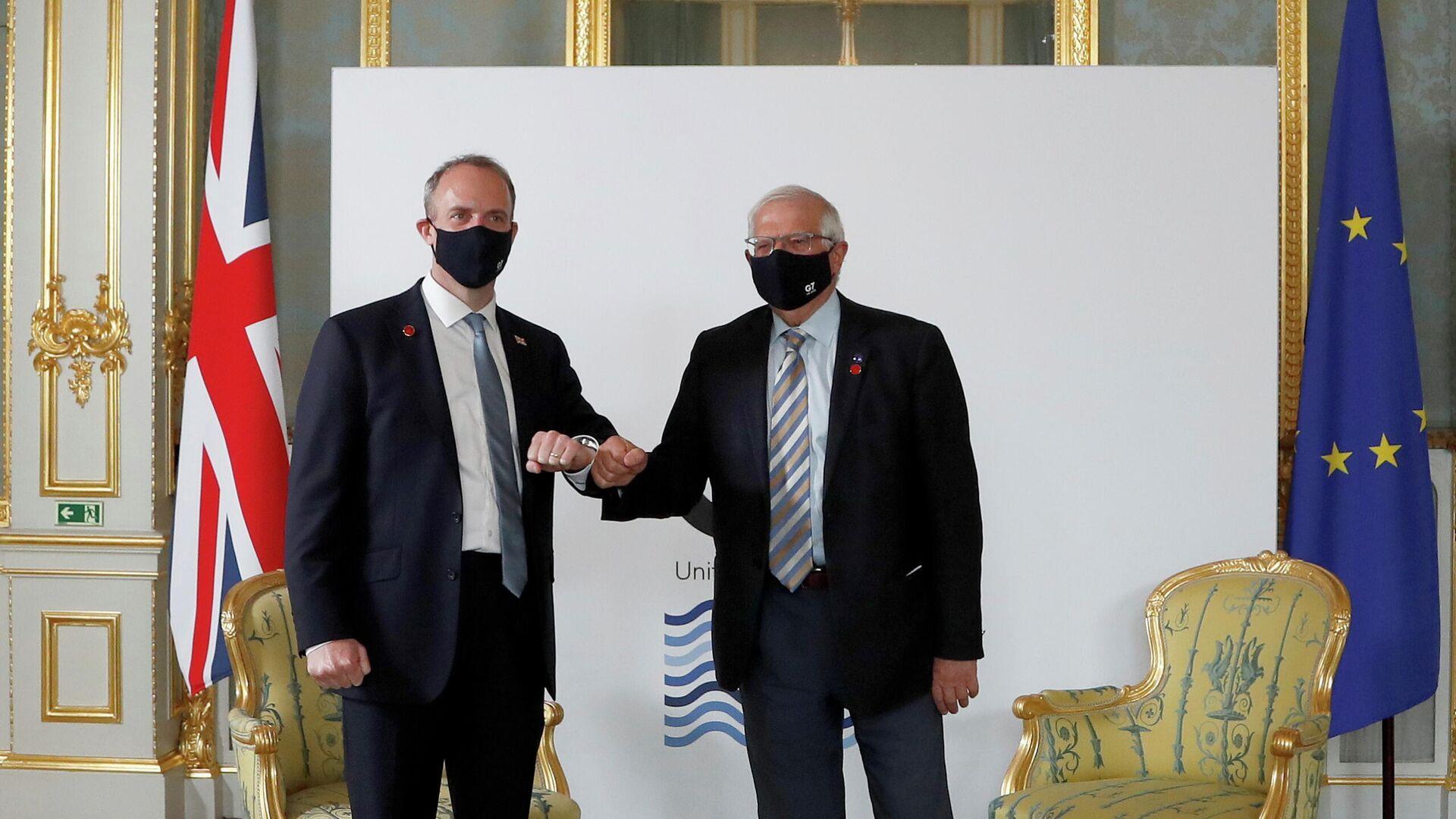 El canciller británico, Dominic Raab, y el alto representante de Exteriores y vicepresidente de la Comisión Europea, Josep Borrell - Sputnik Mundo, 1920, 05.05.2021
