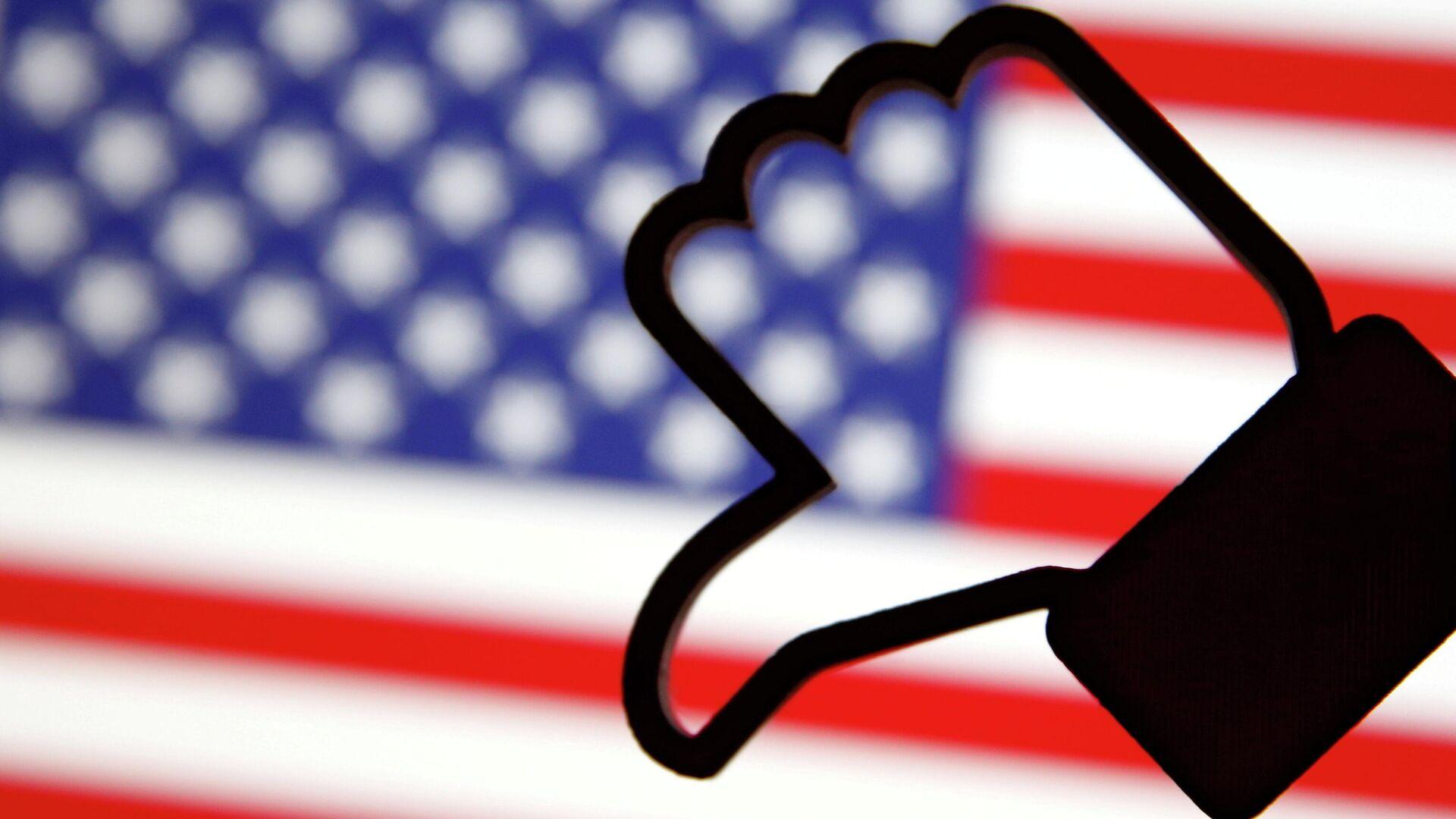 Símbolo de Me gusta en Facebook y bandera de EEUU - Sputnik Mundo, 1920, 05.05.2021