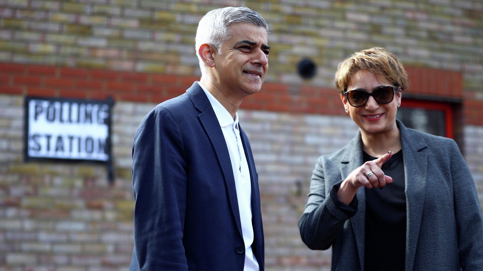 El alcalde de Londres, Sadiq Khan, con su esposa en las elecciones de Londres, el 6 de mayo de 2021 - Sputnik Mundo, 1920, 06.05.2021