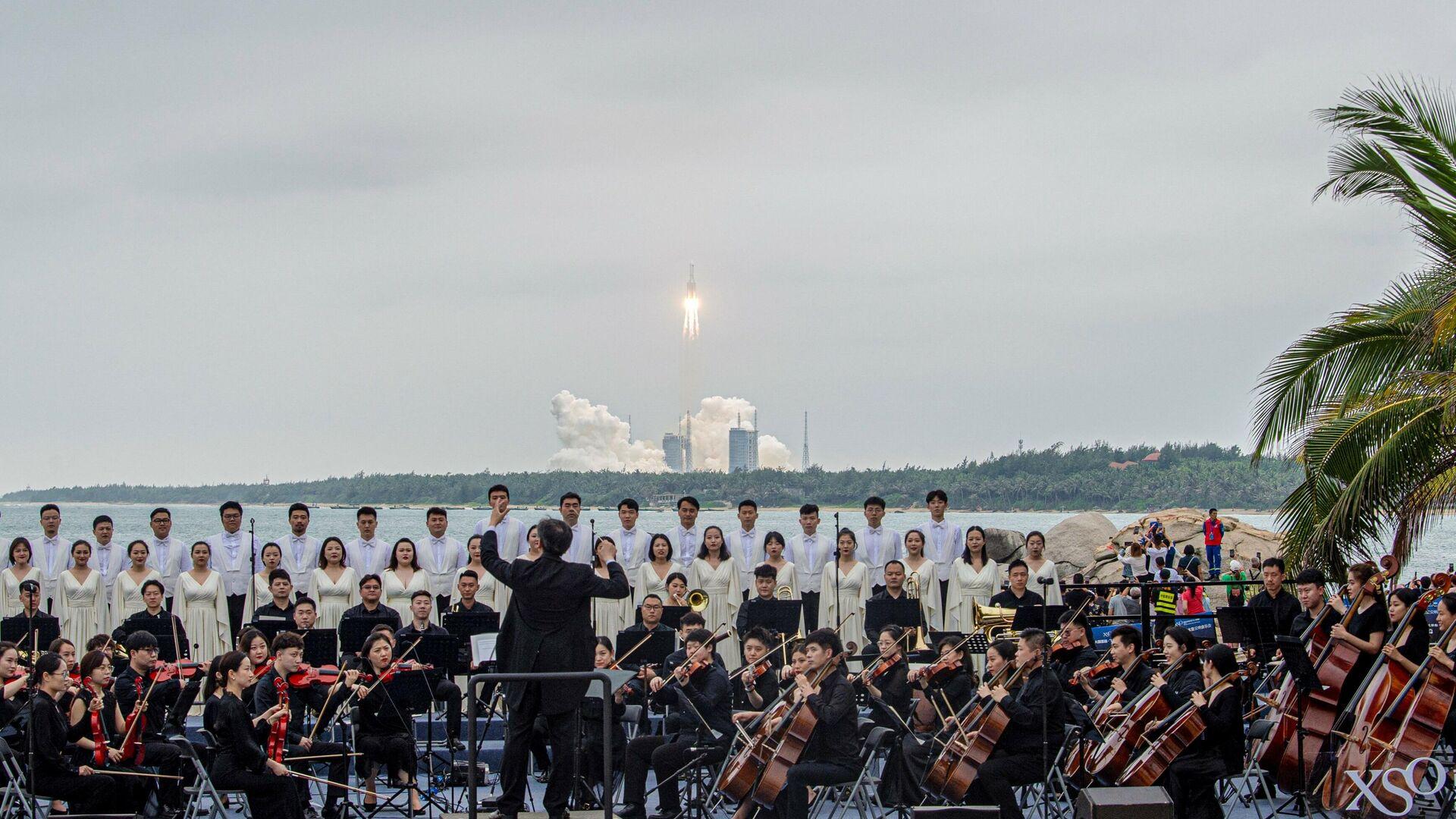 El cohete Long March 5B despega mientras una banda toca música - Sputnik Mundo, 1920, 06.05.2021