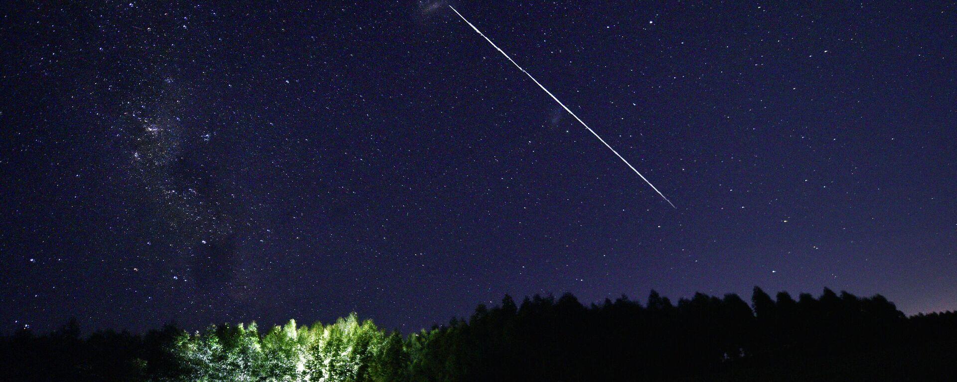 Satélites Starlink brillando en el cielo - Sputnik Mundo, 1920, 07.05.2021