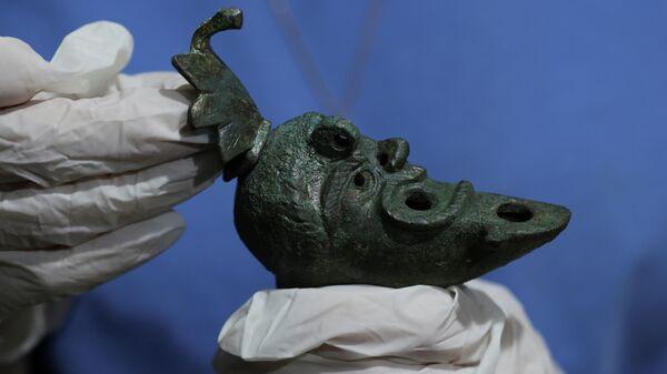 Lámpara de aceite enterrada hace casi dos milenios en una estructura romana en Jerusalén - Sputnik Mundo