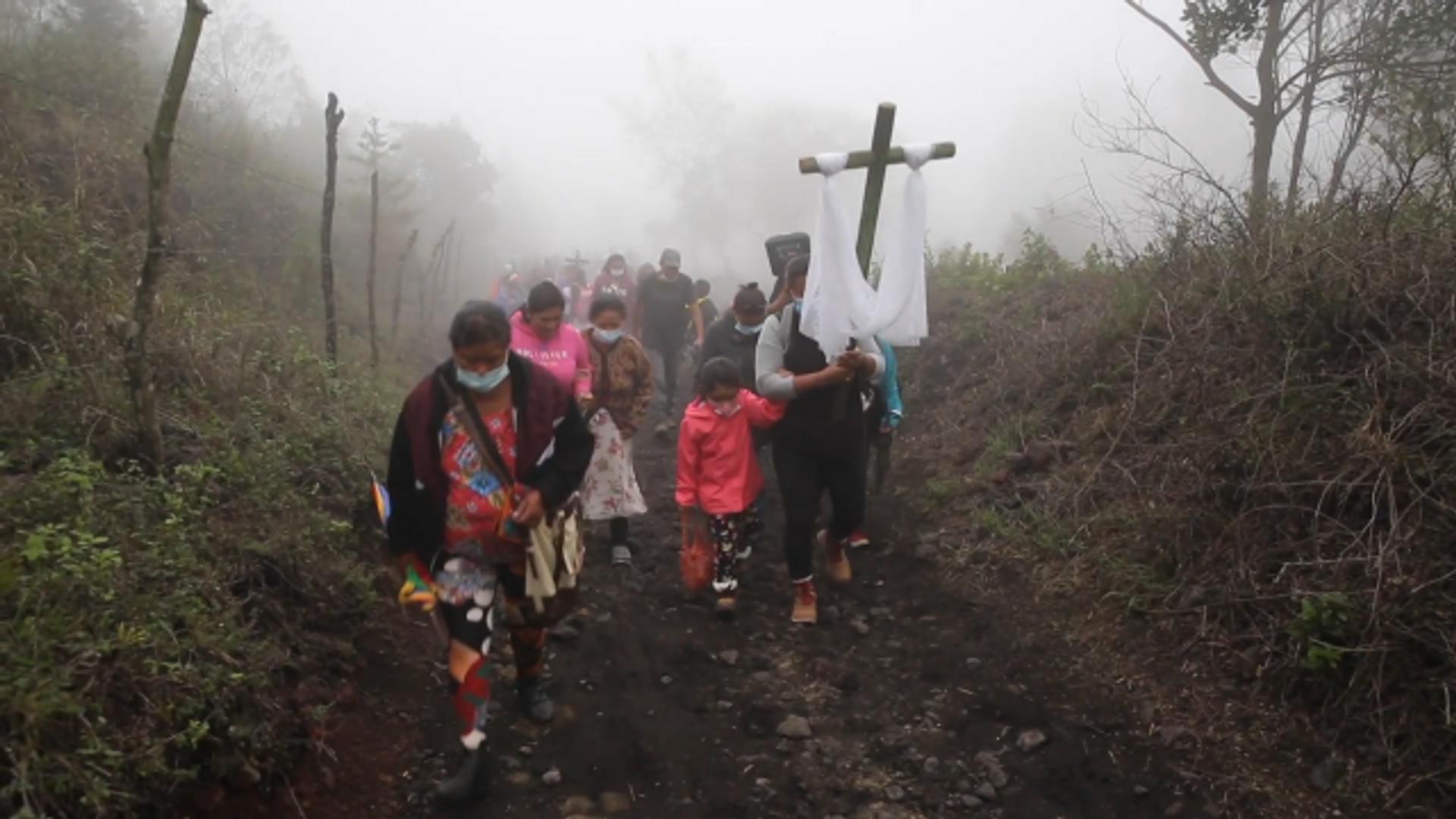 Una confesión católica reza para que cese la erupción del volcán Pacaya en Guatemala - Sputnik Mundo, 1920, 08.05.2021