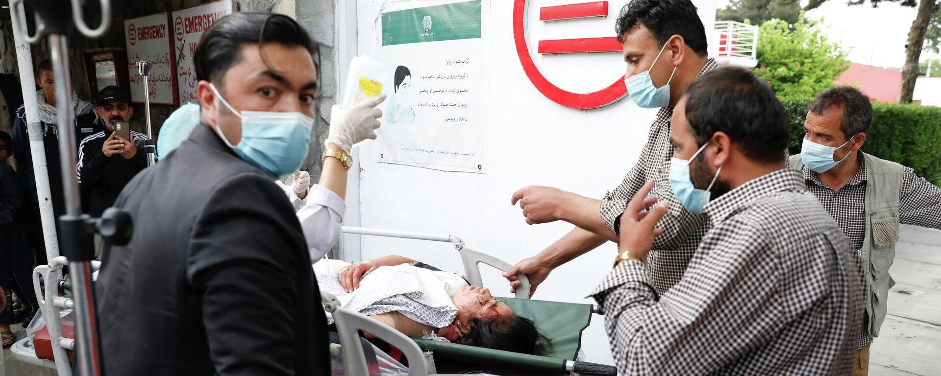 Una mujer herida tras la explosión en Kabul, (Afganistán), el 8 de mayo de 2021 - Sputnik Mundo, 1920, 08.05.2021