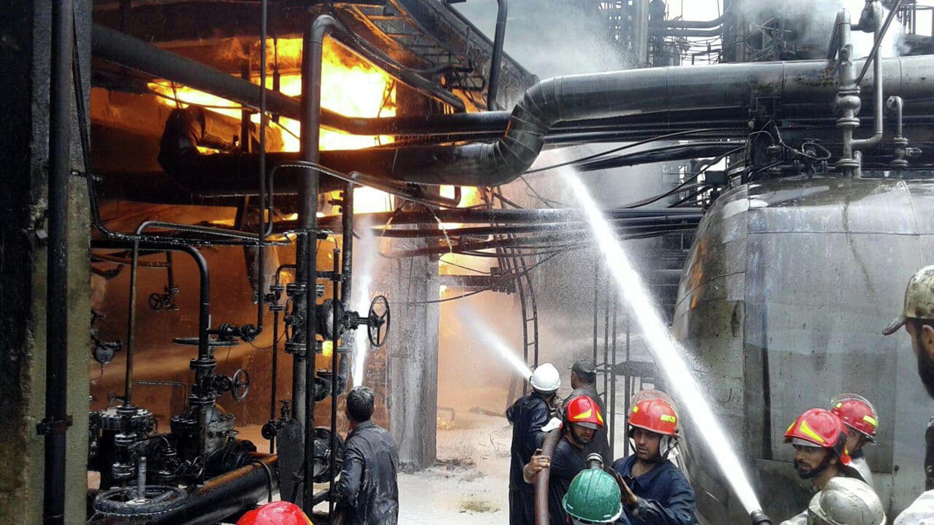 Incendio en una refinería de petróleo de la provincia siria de Homs - Sputnik Mundo, 1920, 09.05.2021