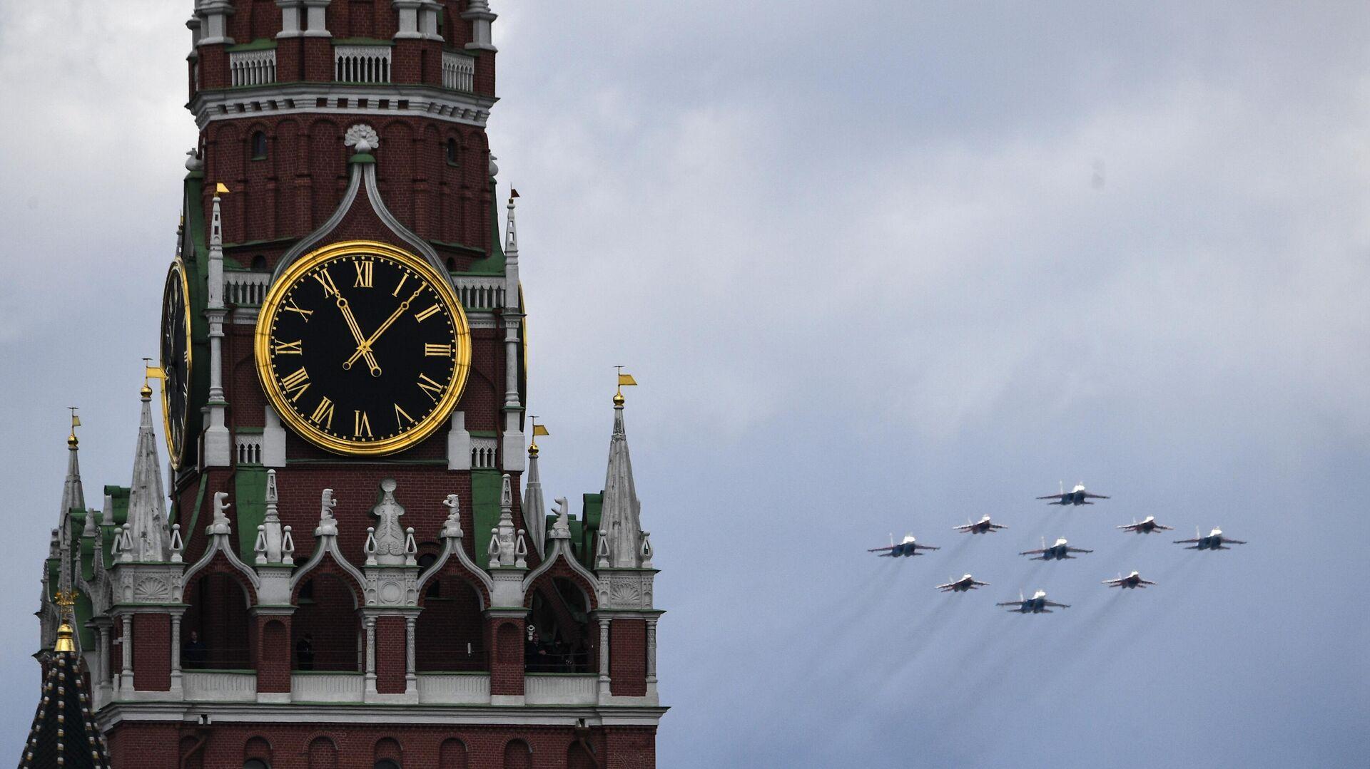 Los grupos de acrobacia aérea de las Fuerzas Aeroespaciales de Rusia durante un ensayo para el Desfile de la Victoria de 2021 - Sputnik Mundo, 1920, 09.05.2021