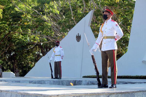 Guardia de honor ante la llama eterna al Soldado Internacionalista Soviético en La Habana - Sputnik Mundo