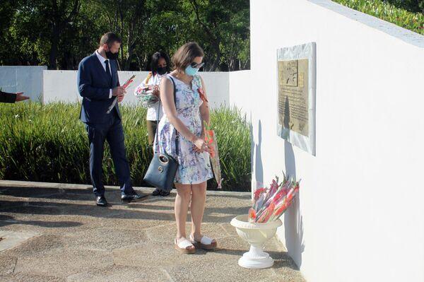 Conmemoración del Día de la Victoria sobre el fascismo en el memorial al Soldado Internacionalista Soviético en La Habana - Sputnik Mundo