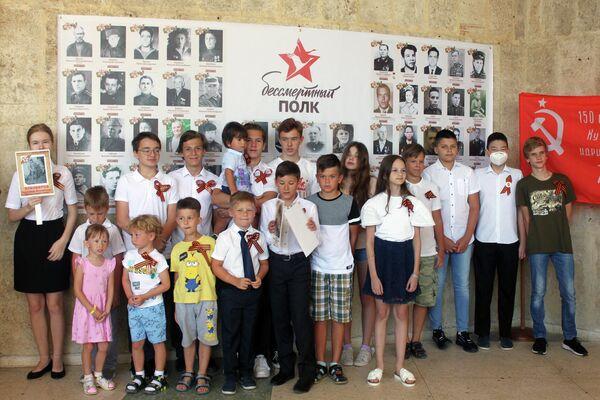 Rusos en Cuba recuerdan al Regimiento Inmortal - Sputnik Mundo