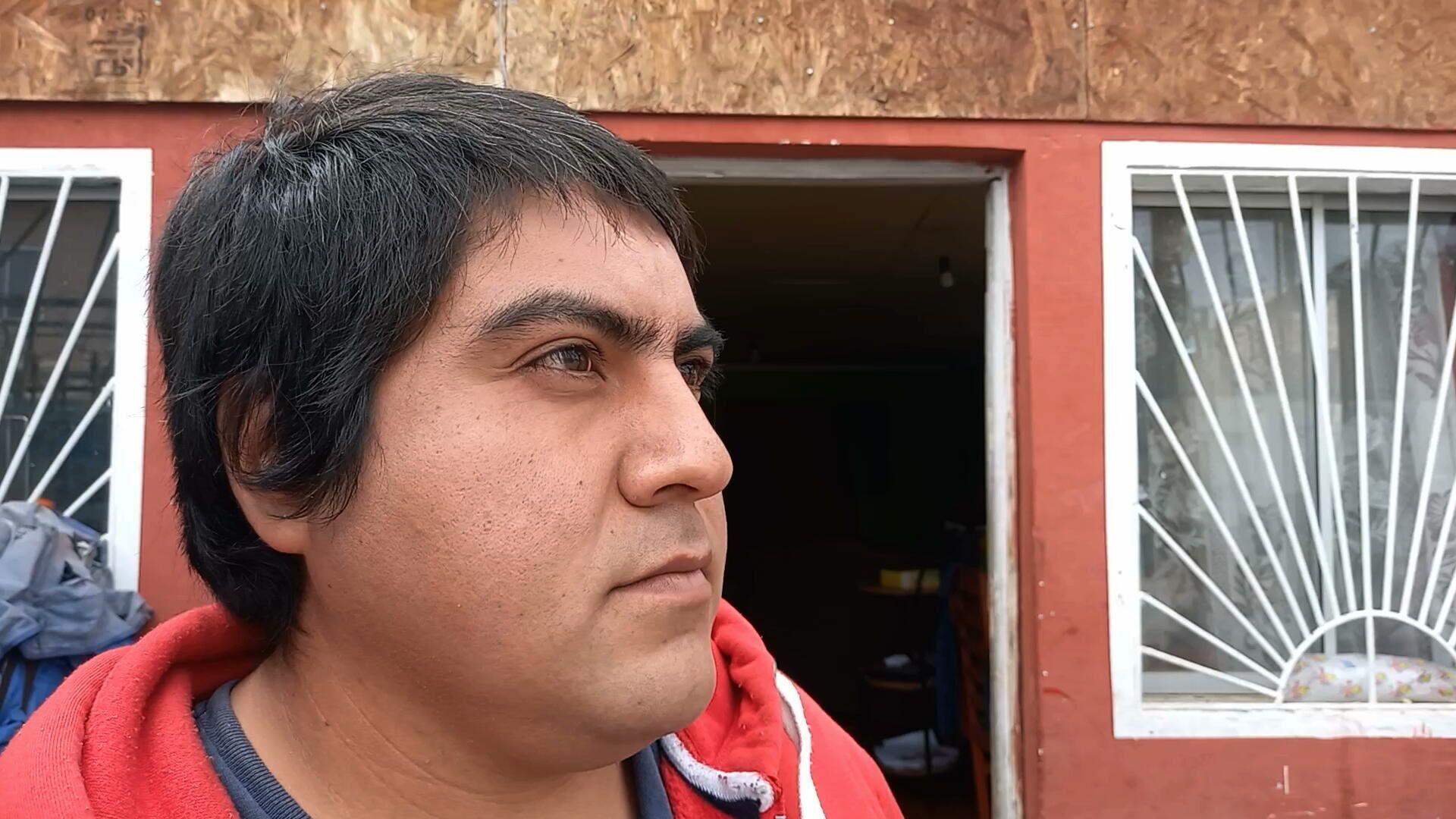 Mauricio Jara, afuera de su casa en Cerro Navia - Sputnik Mundo, 1920, 11.05.2021