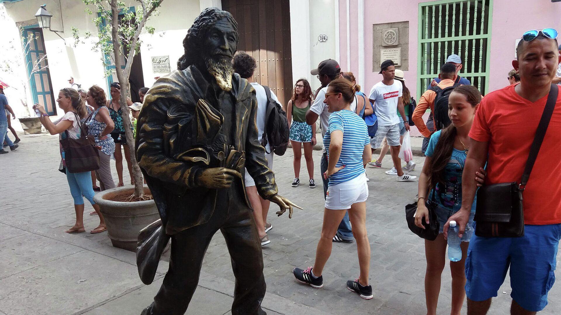 Estatua 'Caballero de París' en La Habana - Sputnik Mundo, 1920, 11.05.2021