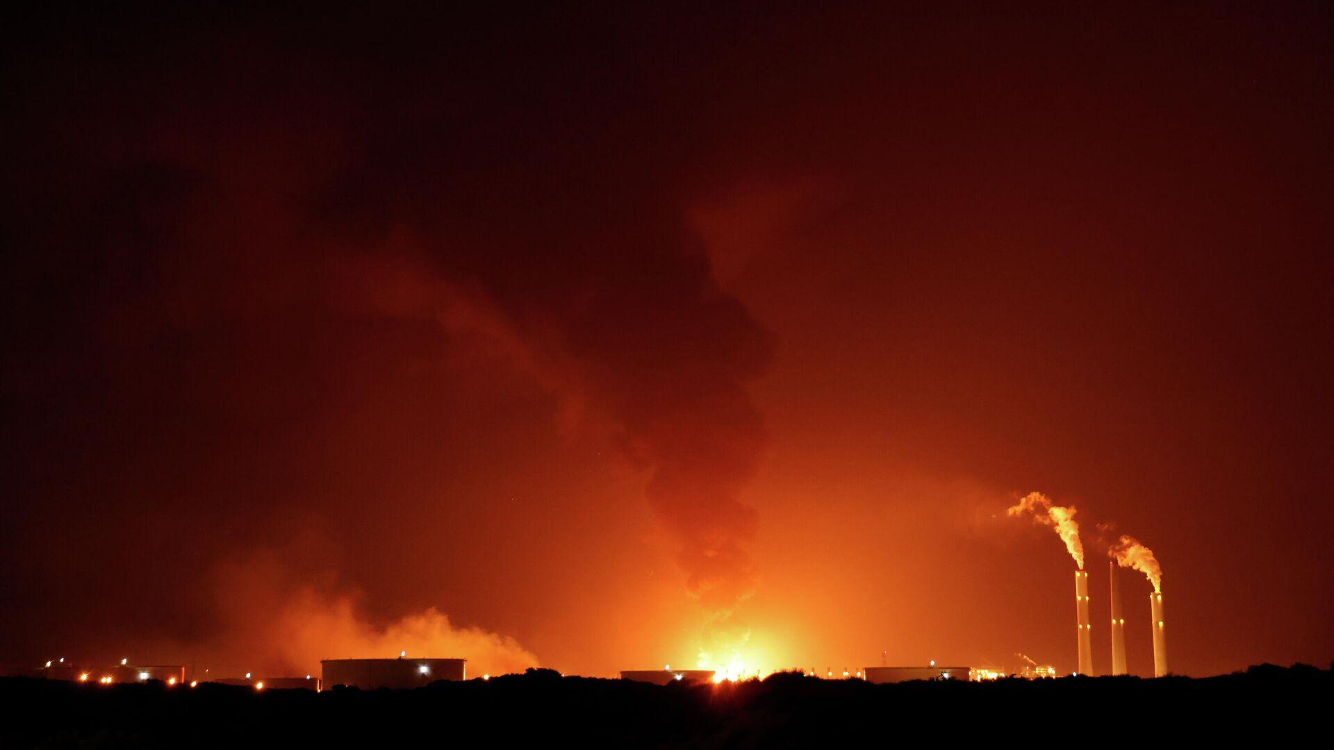 Ataques con cohetes desde el territorio palestino de Gaza contra instalaciones israelíes - Sputnik Mundo, 1920, 13.05.2021