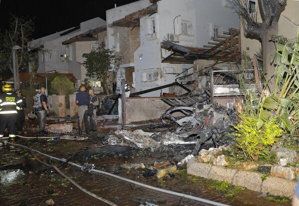 """Hamás asegura que quiere proteger la mezquita de Al Aqsa en el Monte del Templo de Jerusalén de la """"agresión y el terrorismo"""" israelí con sus acciones. En la foto: un edificio destruido por un cohete palestino en la ciudad israelí de Rishon LeZion.  - Sputnik Mundo"""