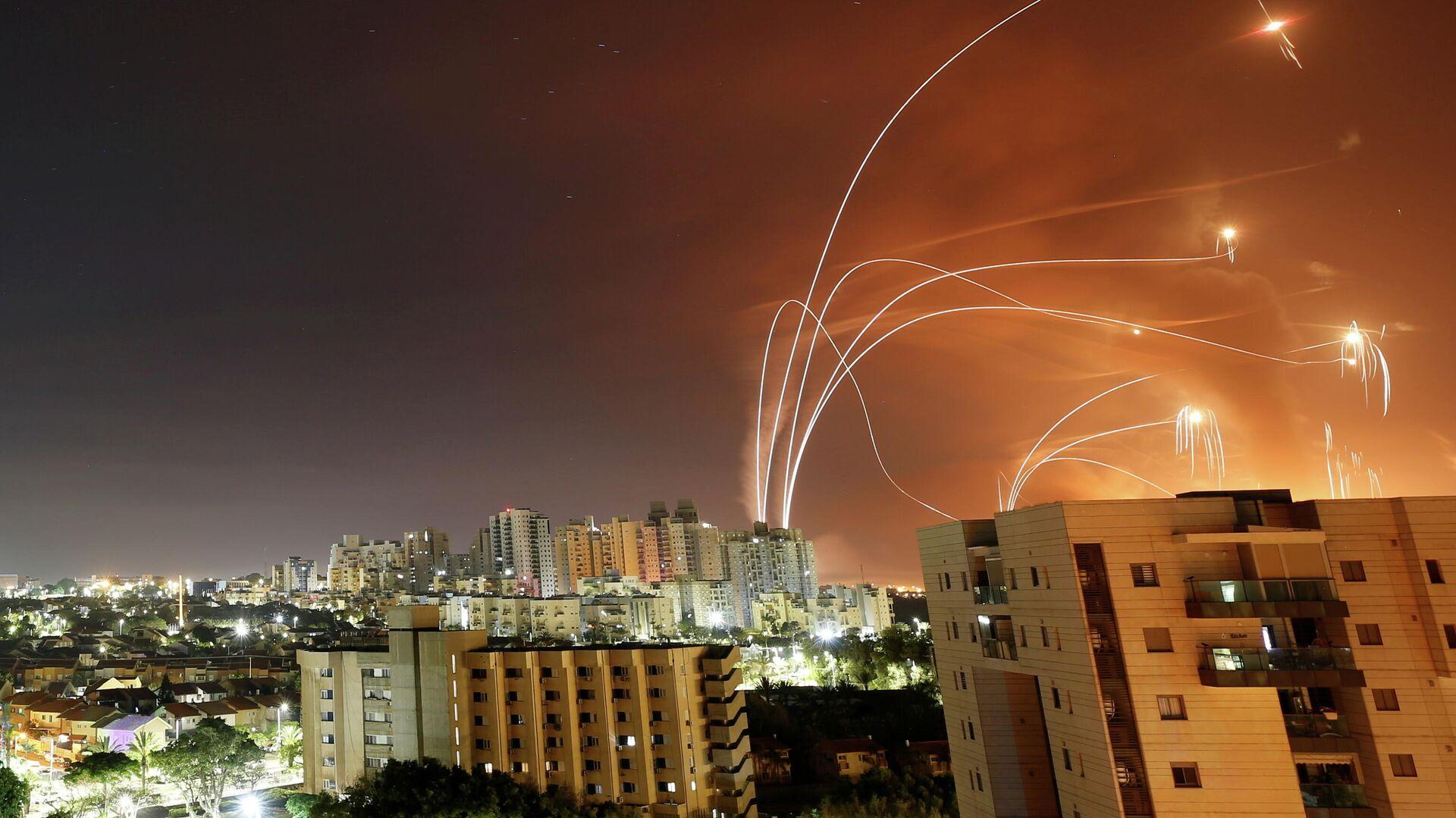 Ataques con cohetes desde el territorio palestino de Gaza contra instalaciones israelíes - Sputnik Mundo, 1920, 12.05.2021