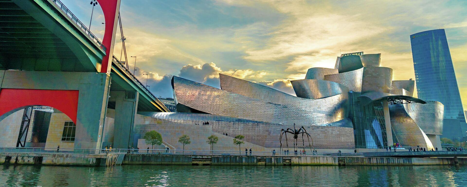 Museo Guggenheim en Bilbao visto desde el río - Sputnik Mundo, 1920, 12.05.2021