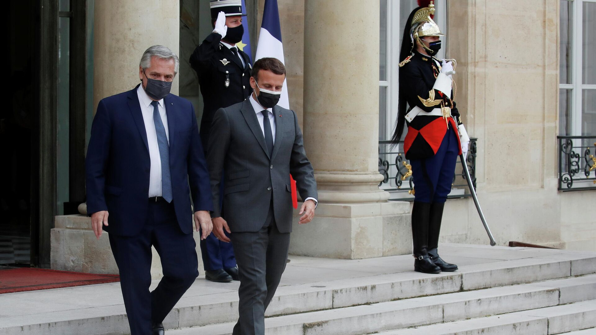 El presidente francés, Emmanuel Macron, y su par argentino, Alberto Fernández - Sputnik Mundo, 1920, 12.05.2021