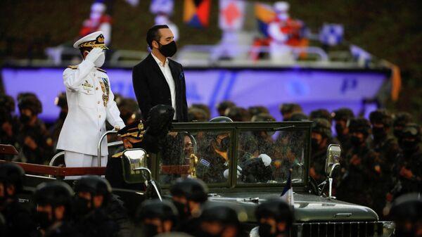 El presidente de El Salvador, Nayib Bukele, durante un desfile militar el 7 de mayo de 2021 - Sputnik Mundo