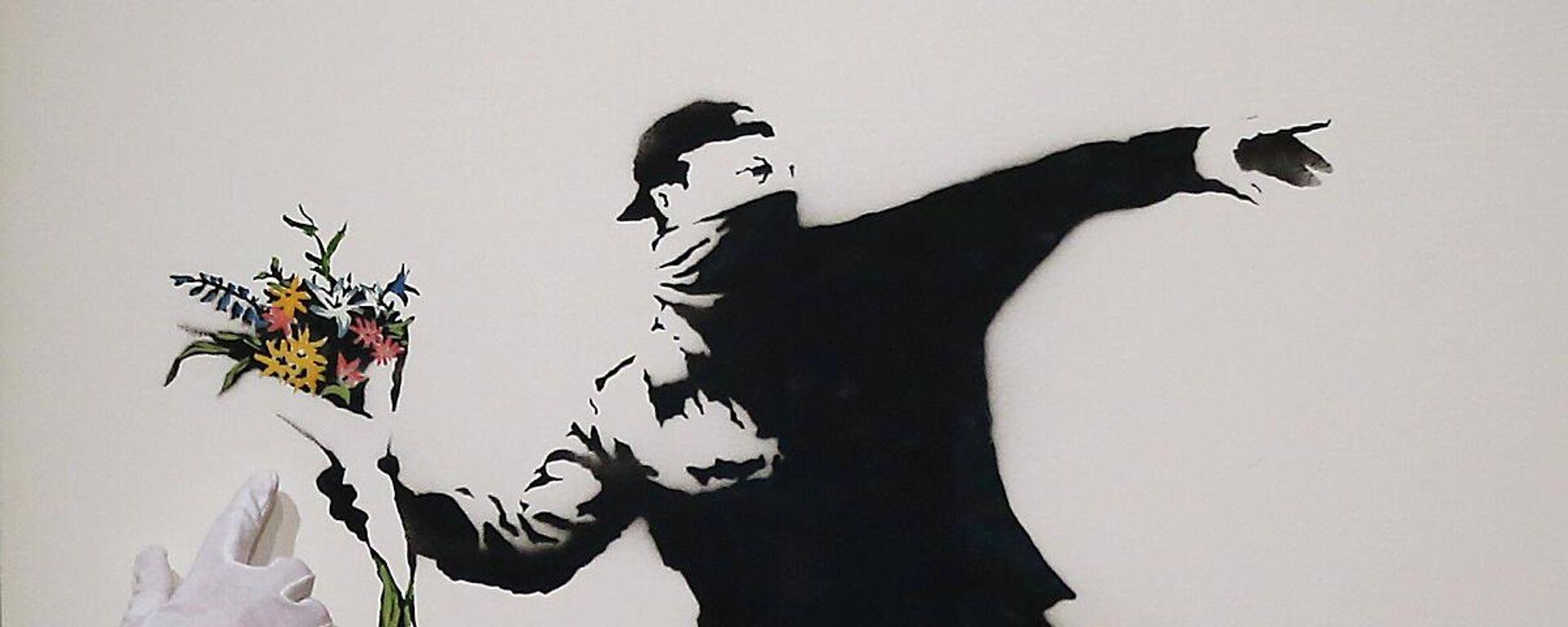 'Love is in the air', una obra del artista callejero Banksy  - Sputnik Mundo, 1920, 13.05.2021