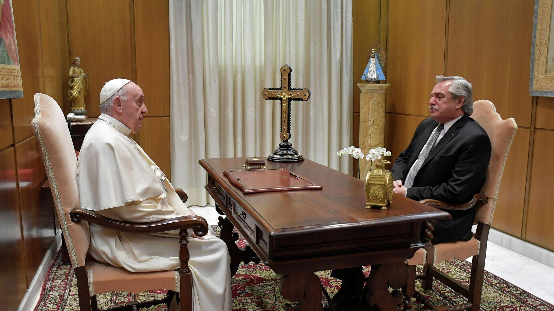 El papa Francisco y el presidente de Argentina, Alberto Fernández - Sputnik Mundo, 1920, 13.05.2021