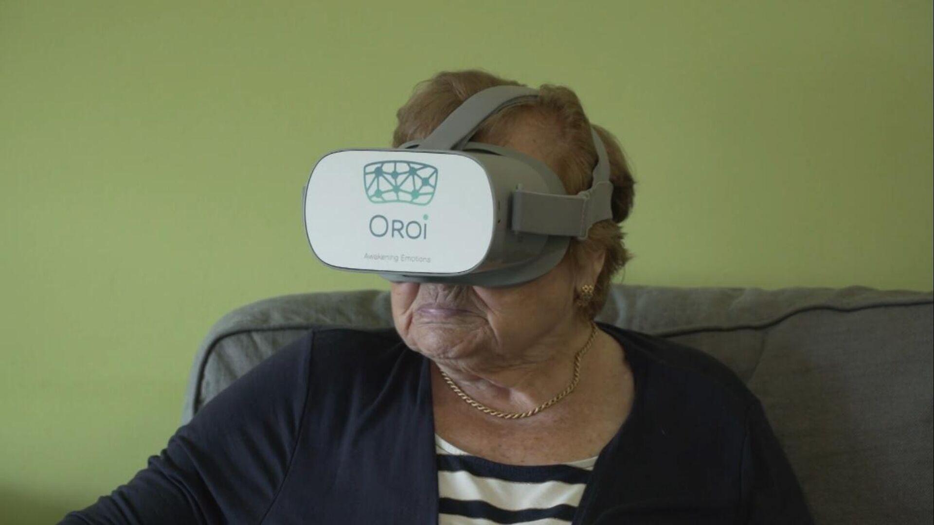 Unas gafas de realidad virtual permiten que unos mayores viajen sin salir de la residencia - Sputnik Mundo, 1920, 13.05.2021
