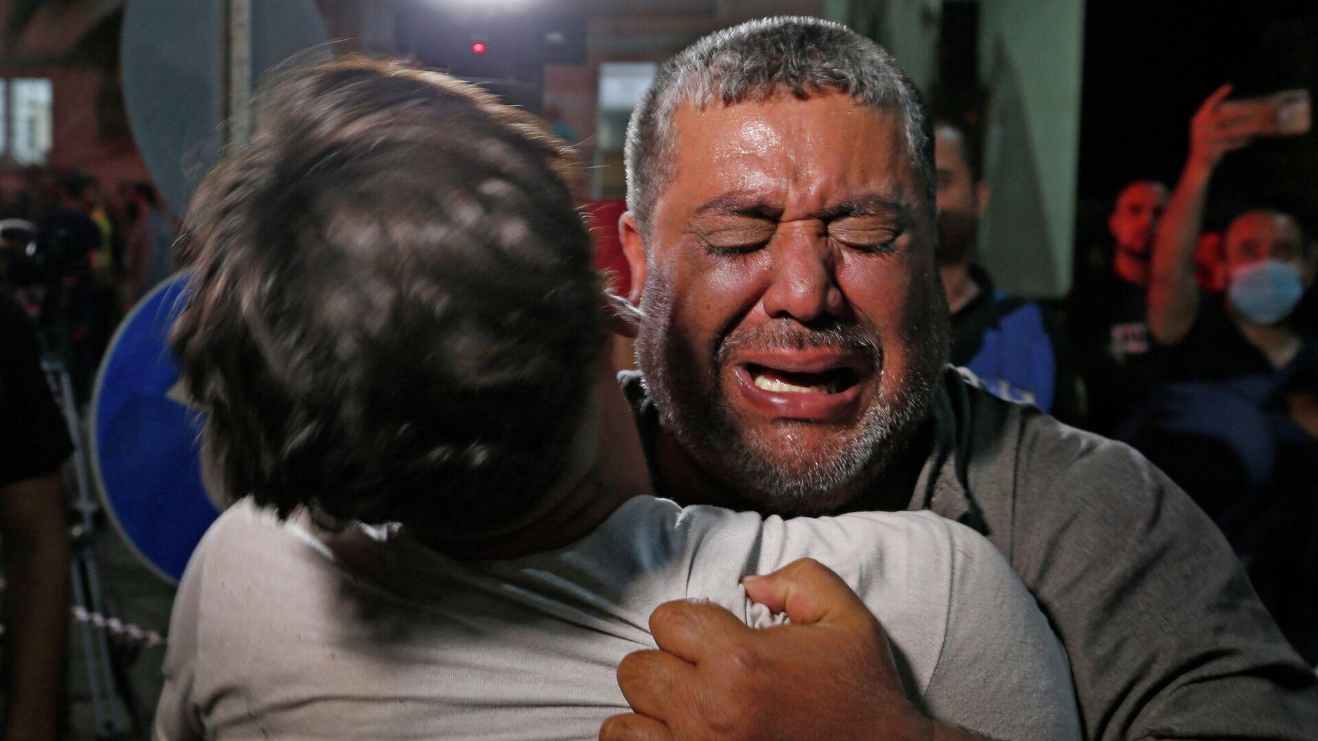 Un palestino llora en un hospital en la ciudad de Gaza. 12 de mayo de 2021. - Sputnik Mundo, 1920, 13.05.2021