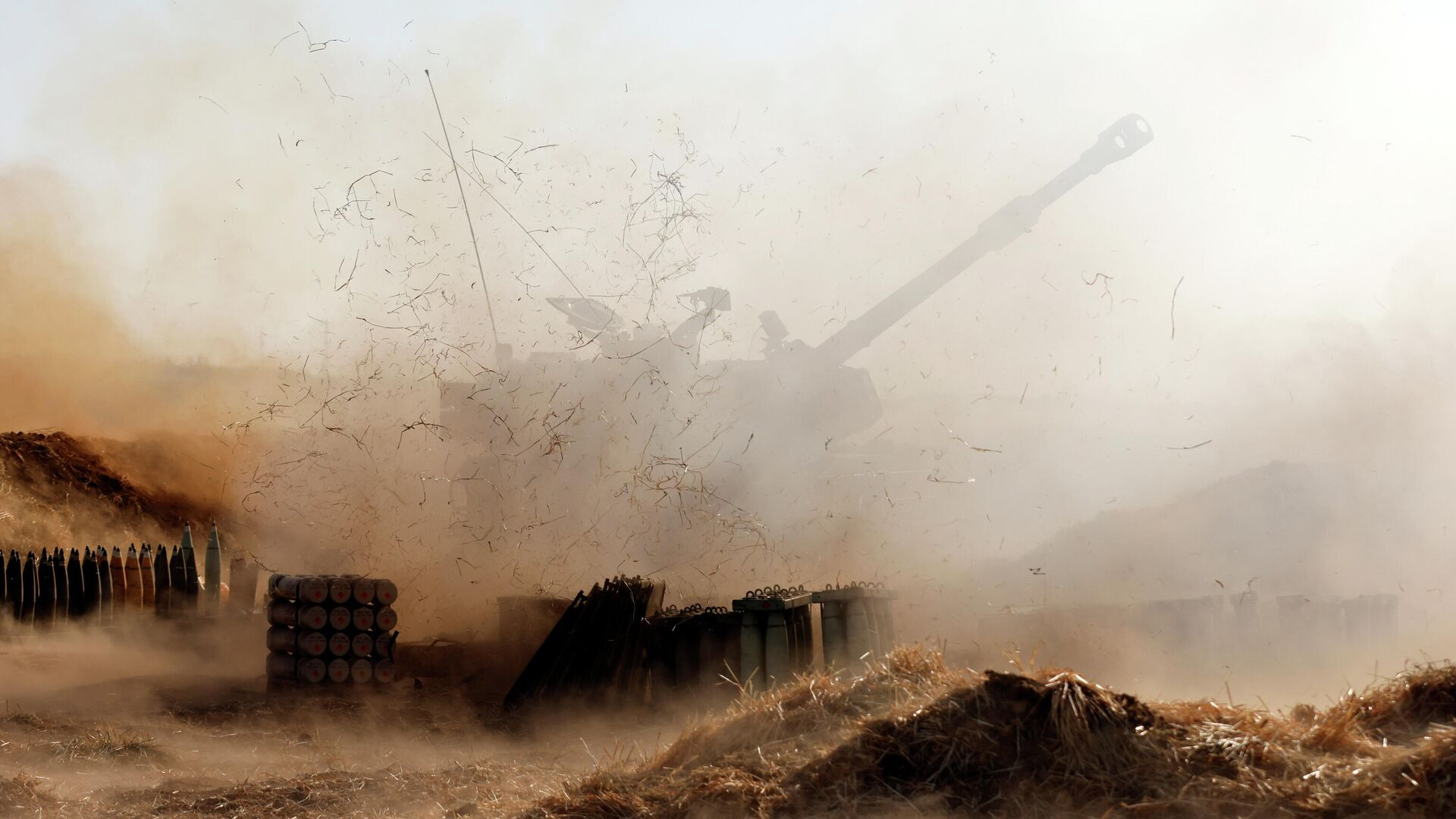 La artillería israelí dispara cerca de la frontera entre Israel y la Franja de Gaza, el 12 de mayo de 2021 - Sputnik Mundo, 1920, 13.05.2021