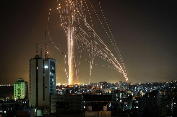 Los cohetes lanzados desde Gaza hacia Israel.  - Sputnik Mundo